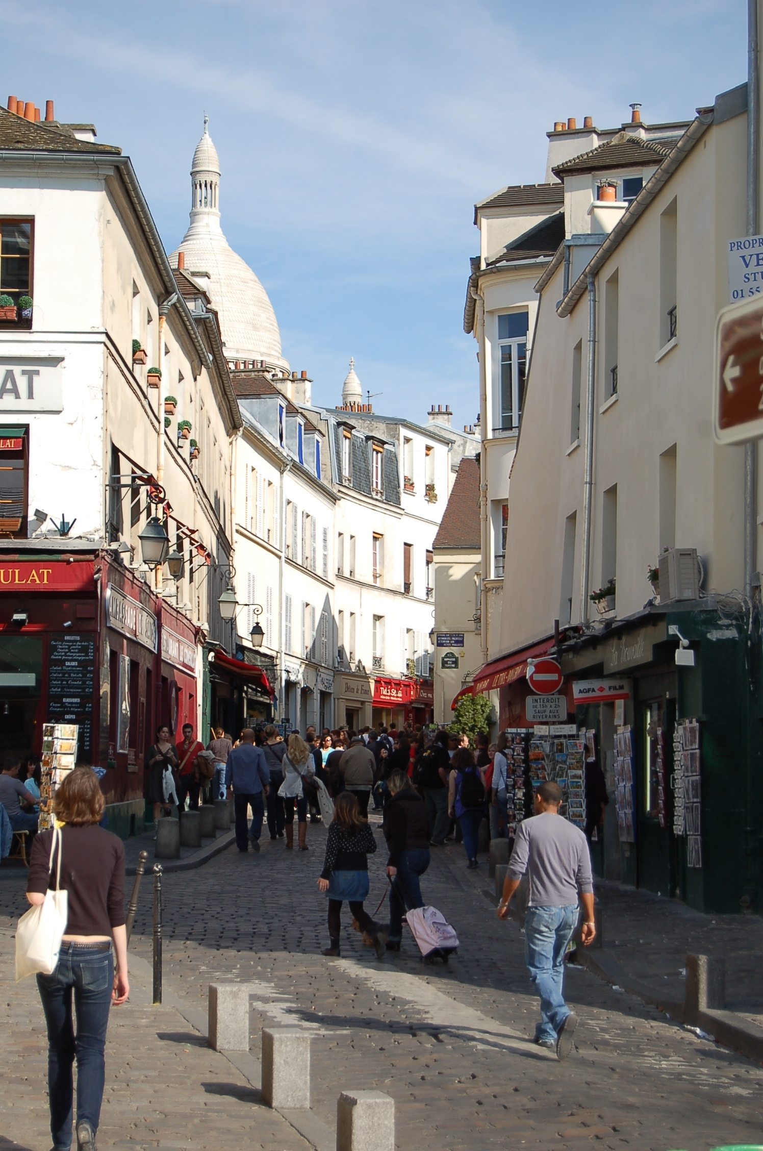 http://upload.wikimedia.org/wikipedia/commons/1/19/Rue_Norvins_Montmartre_Paris.jpg