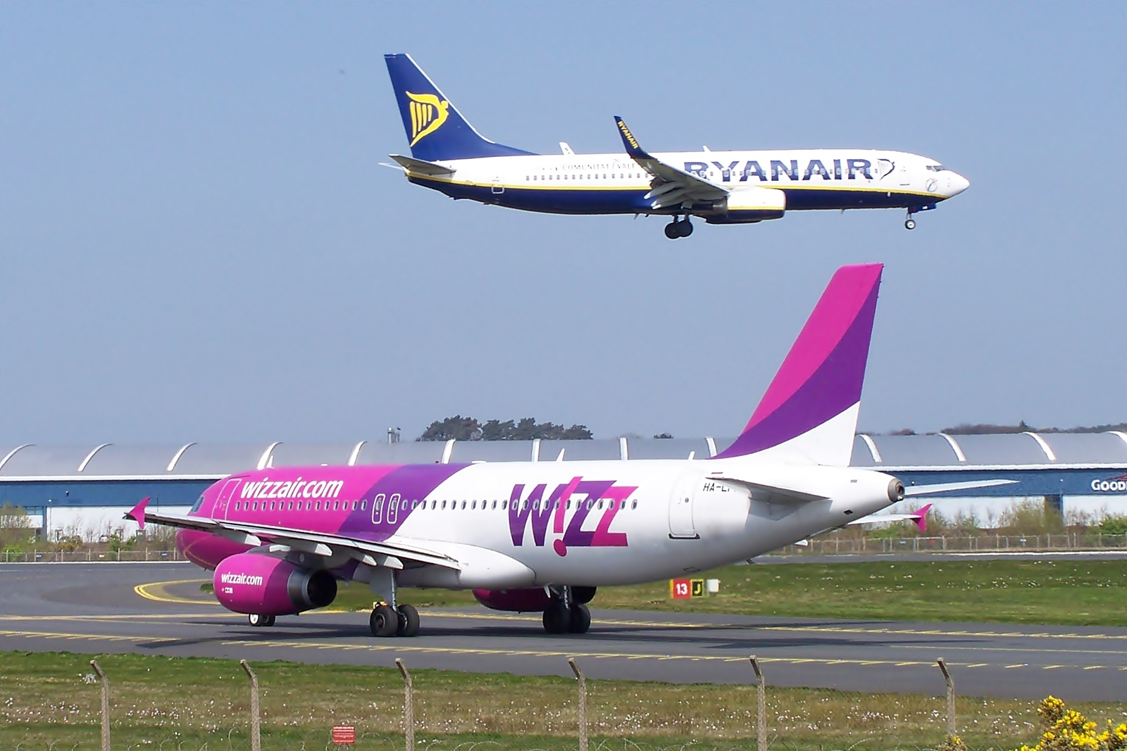 Low-cost carrier - Wikipedia
