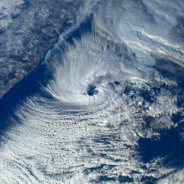 Sea of Japan polar low 2016-02-15 0600Z.png