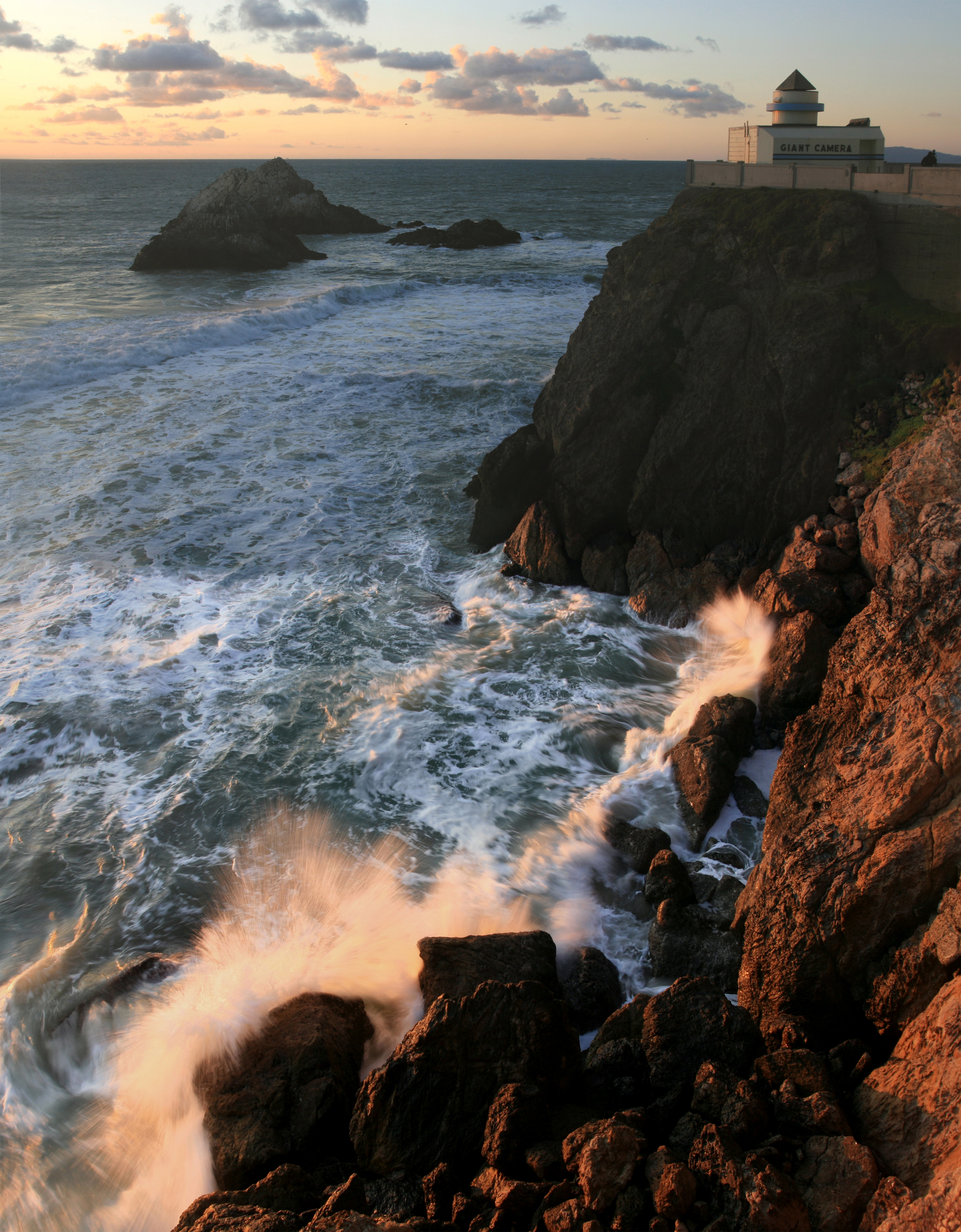 English: Seal Rock from Cliff House. San Franc...
