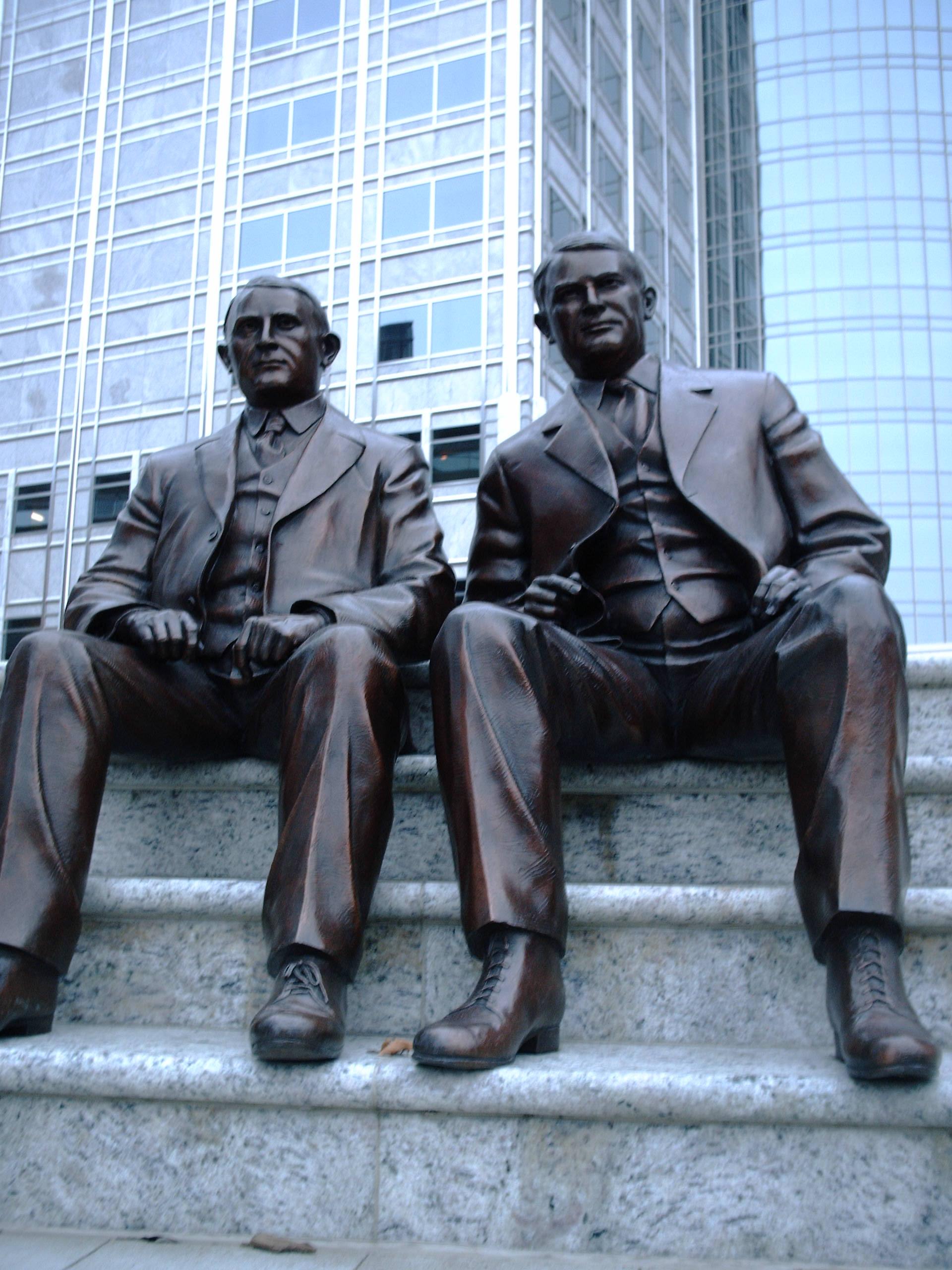 http://upload.wikimedia.org/wikipedia/commons/1/19/SeatedMayoBrothersStatues2005.JPG