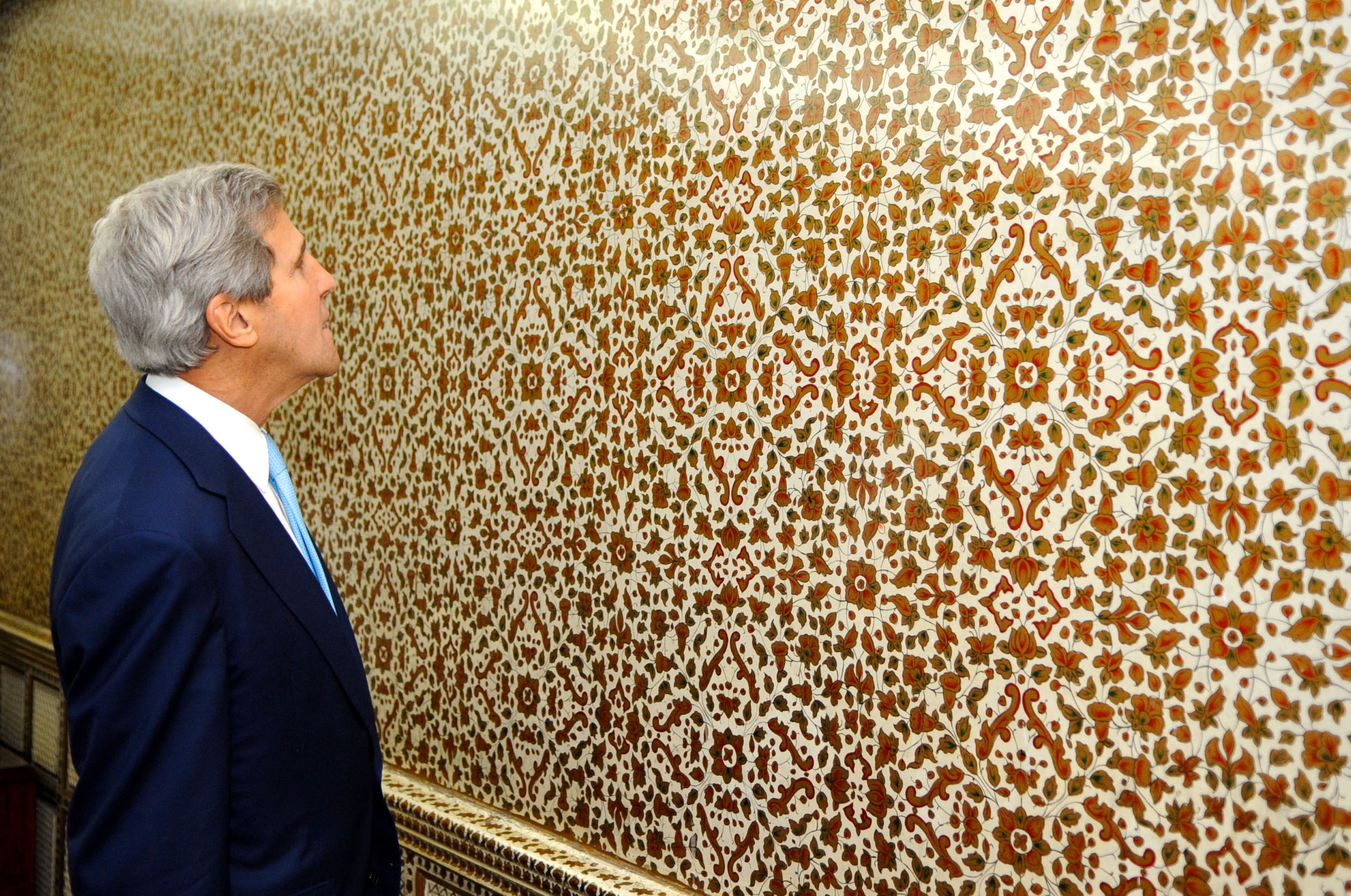File secretary kerry admires a hand painted for Hand painted walls