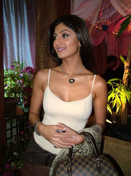 http://upload.wikimedia.org/wikipedia/commons/1/19/Shilpa_Shetty_cool.jpg