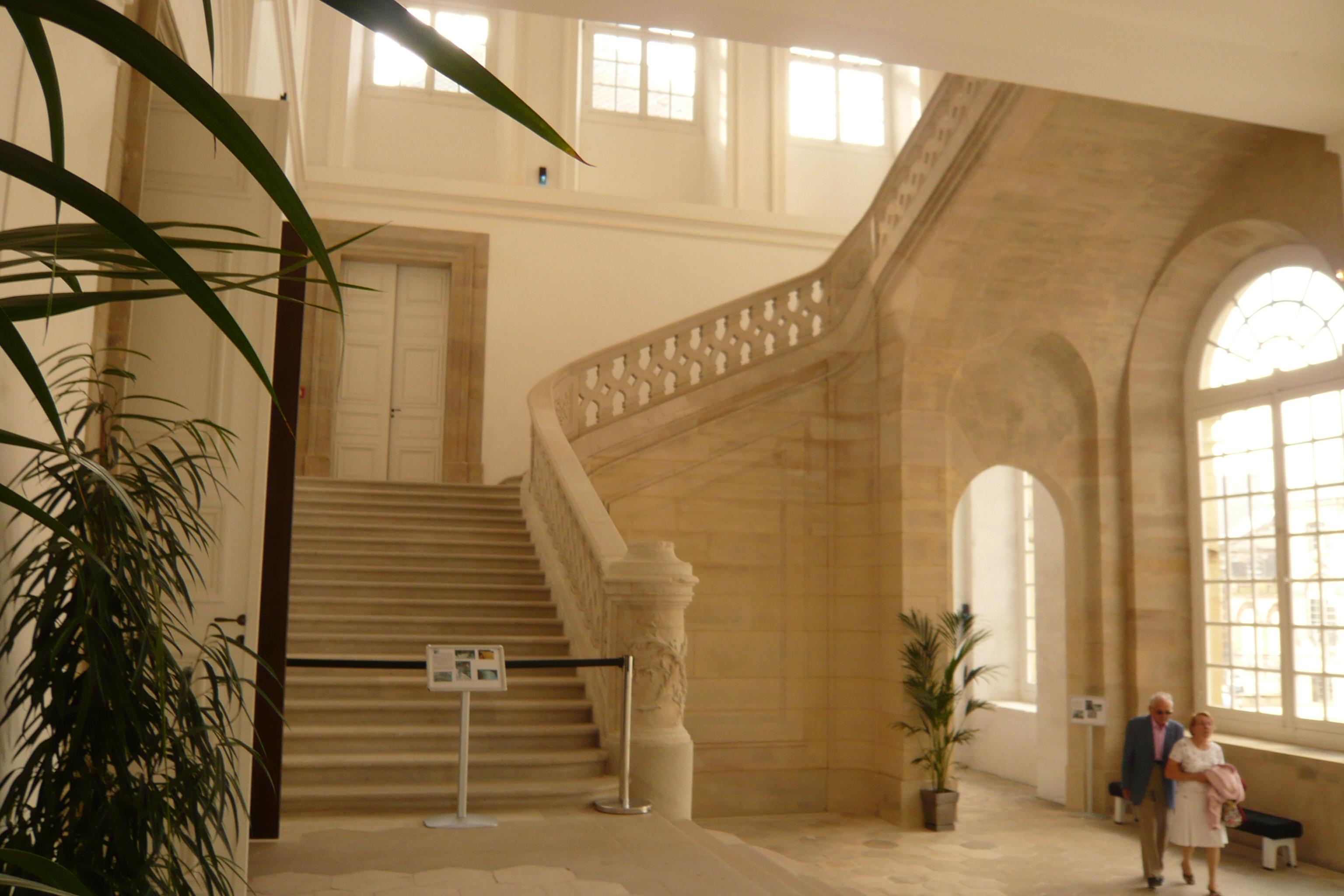 Fichier staircase ch teau de lun ville lun ville france for Piscine de luneville
