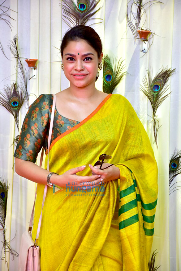 File:Sumona Chakravarti attends the rice ceremony of their