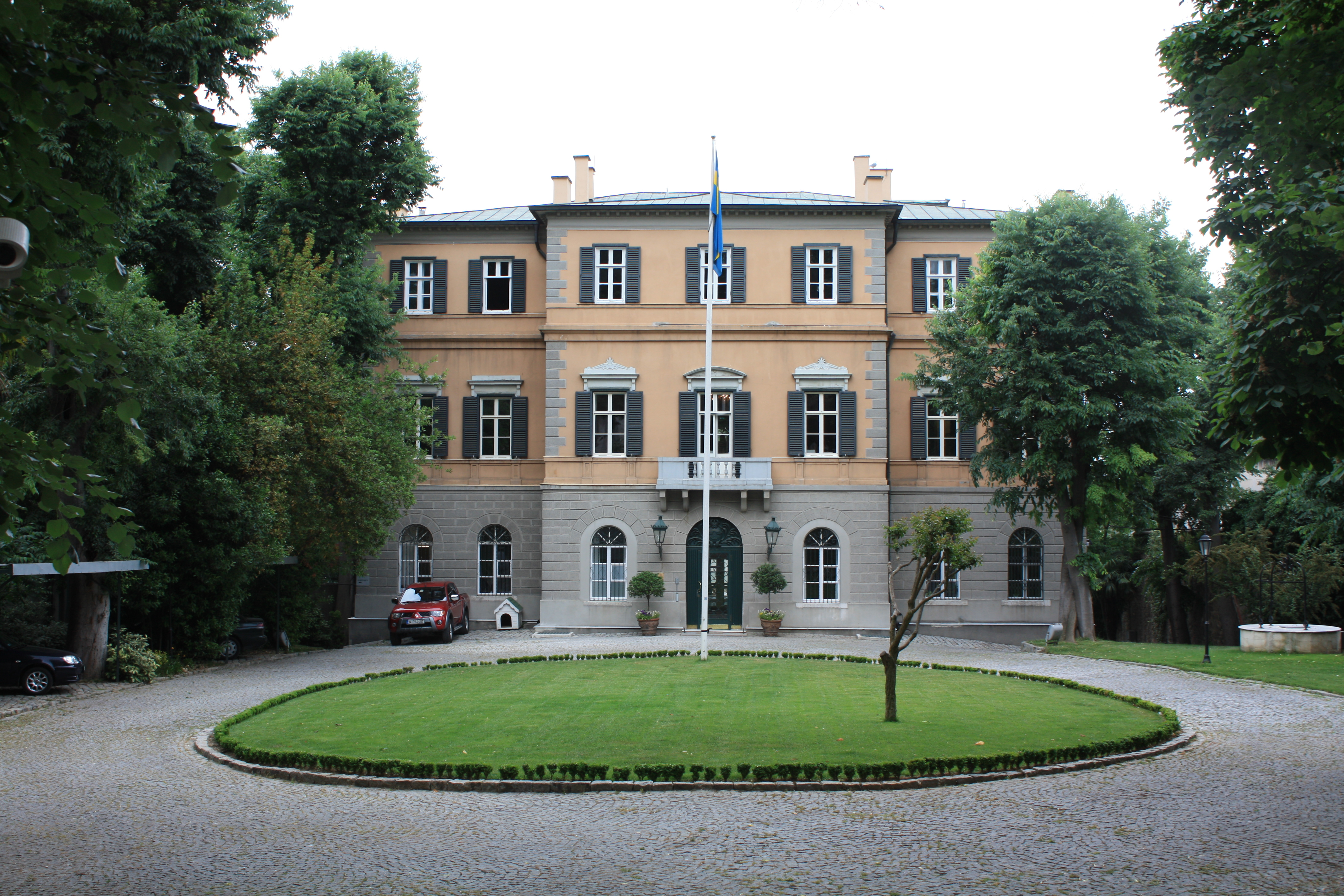 http://upload.wikimedia.org/wikipedia/commons/1/19/Swedish_Consulate,_Istanbul.jpg