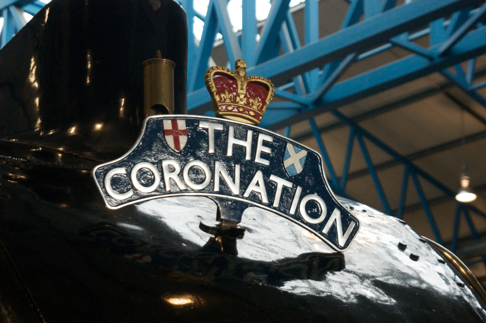 The_Coronation_headboard_on_Mallard_at_the_NRM.jpg