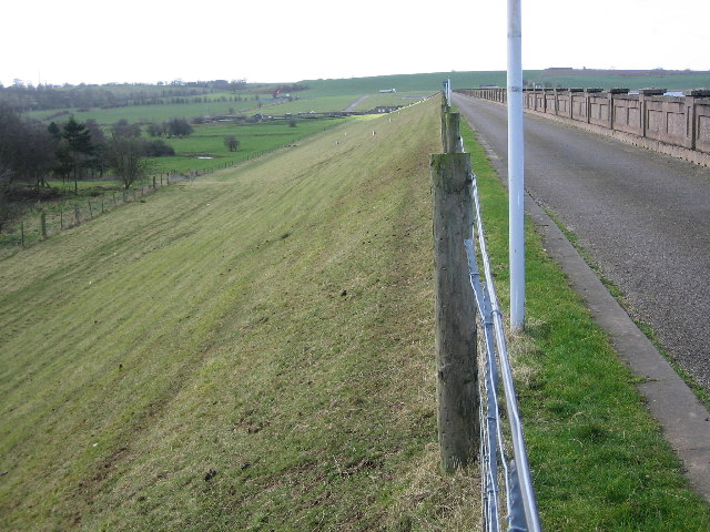 The dam, Blithfield Reservoir - geograph.org.uk - 123461