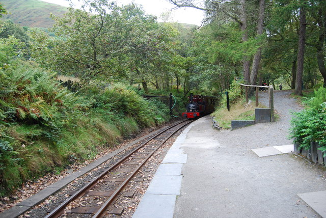 File:Train approaching, Dolgoch - geograph.org.uk - 1517151.jpg