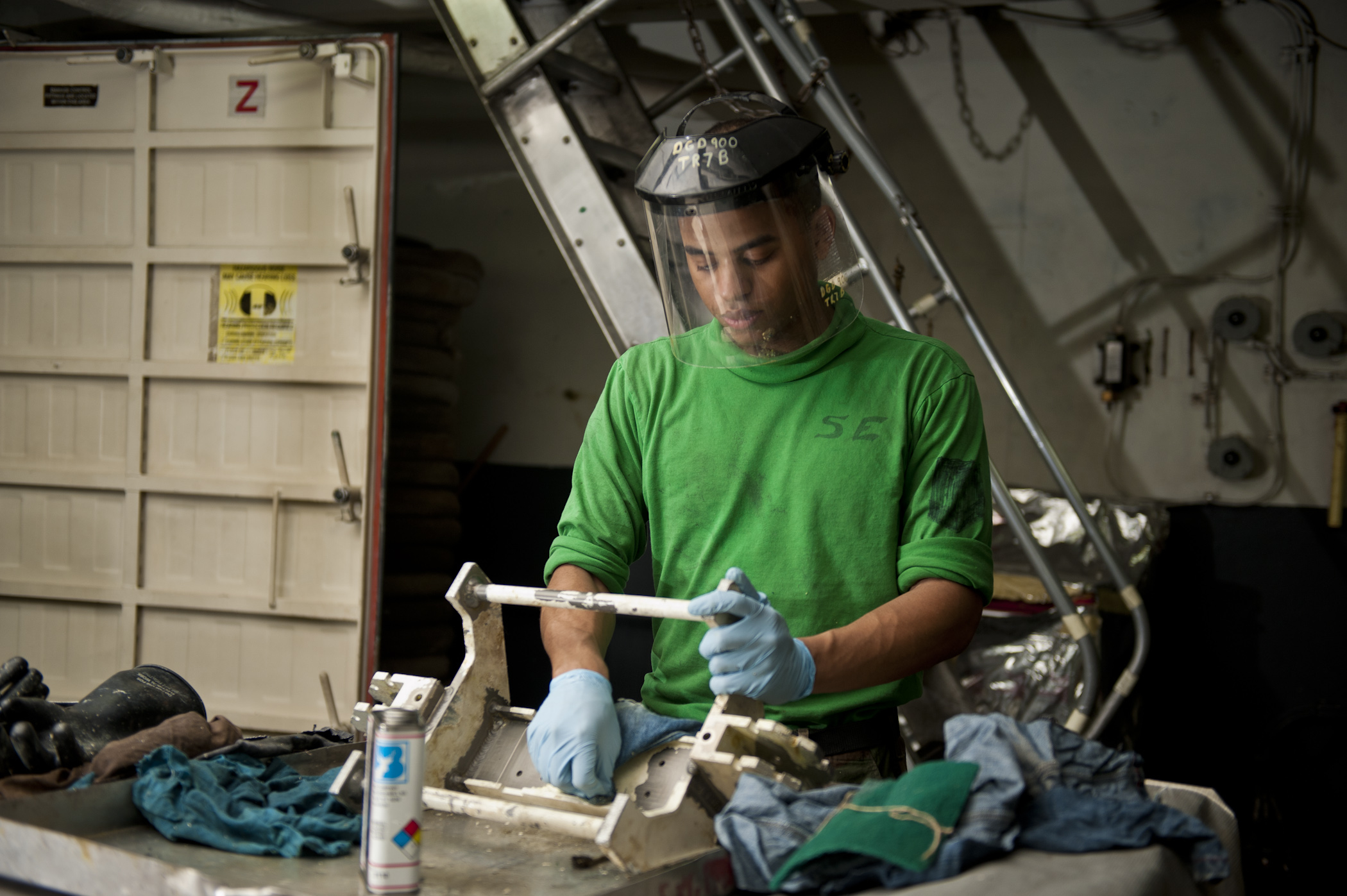 File:us navy 120112-n-bt887-271 aviation support equipment technician