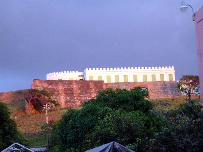 LA FUERZA ESPIRITUAL y el Misterio de Puerto Rico (I y II) Vieques_pevnos%C5%A5_Isabel_II