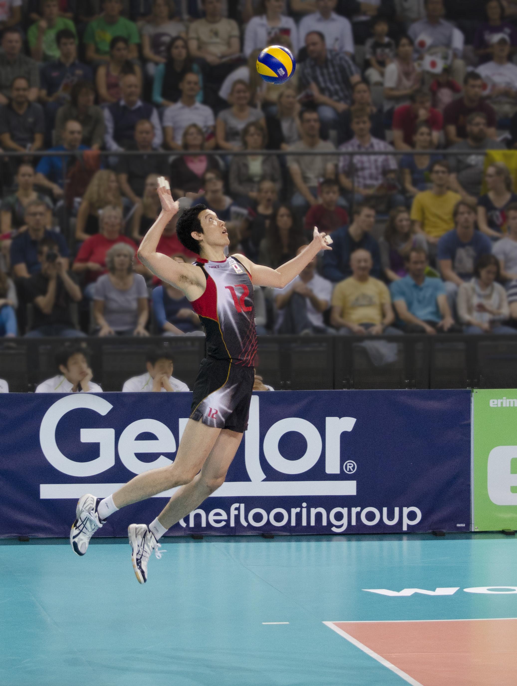 File:Volleyball Sprungaufschlag.jpg - Wikimedia Commons
