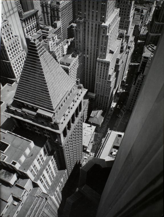 http://upload.wikimedia.org/wikipedia/commons/1/19/Wall_Street_from_roof_of_Irving_Trust_Co_Building_in_Manhattan_in_1938.jpg