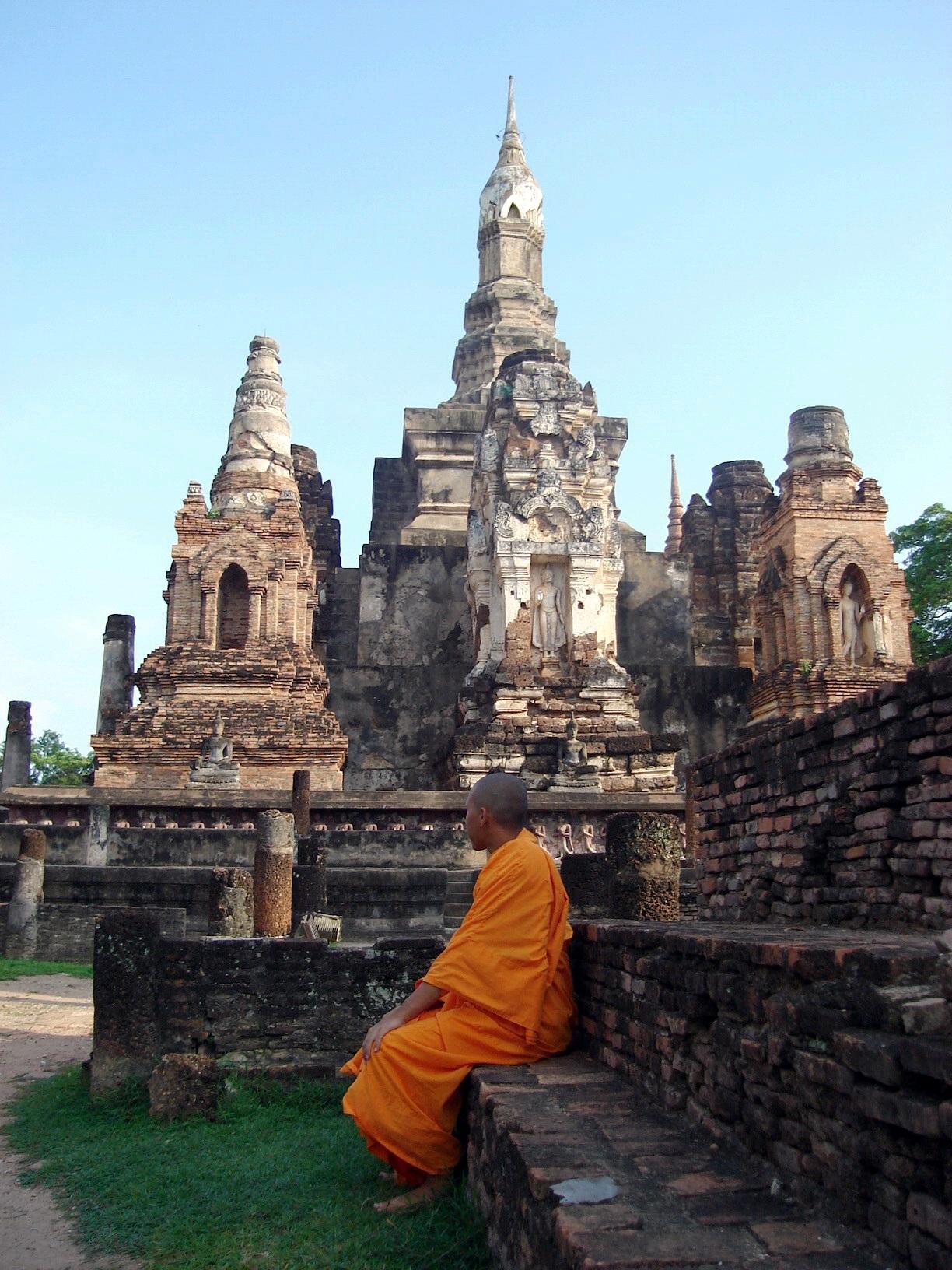 File:Wat Mahathat Sukhothai 03.jpg - Wikimedia Commons