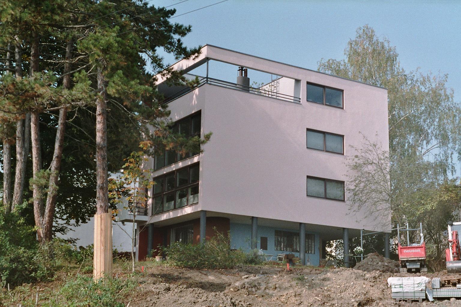 File weissenhof photo house citrohan east fa ade le for Villas weissenhofsiedlung