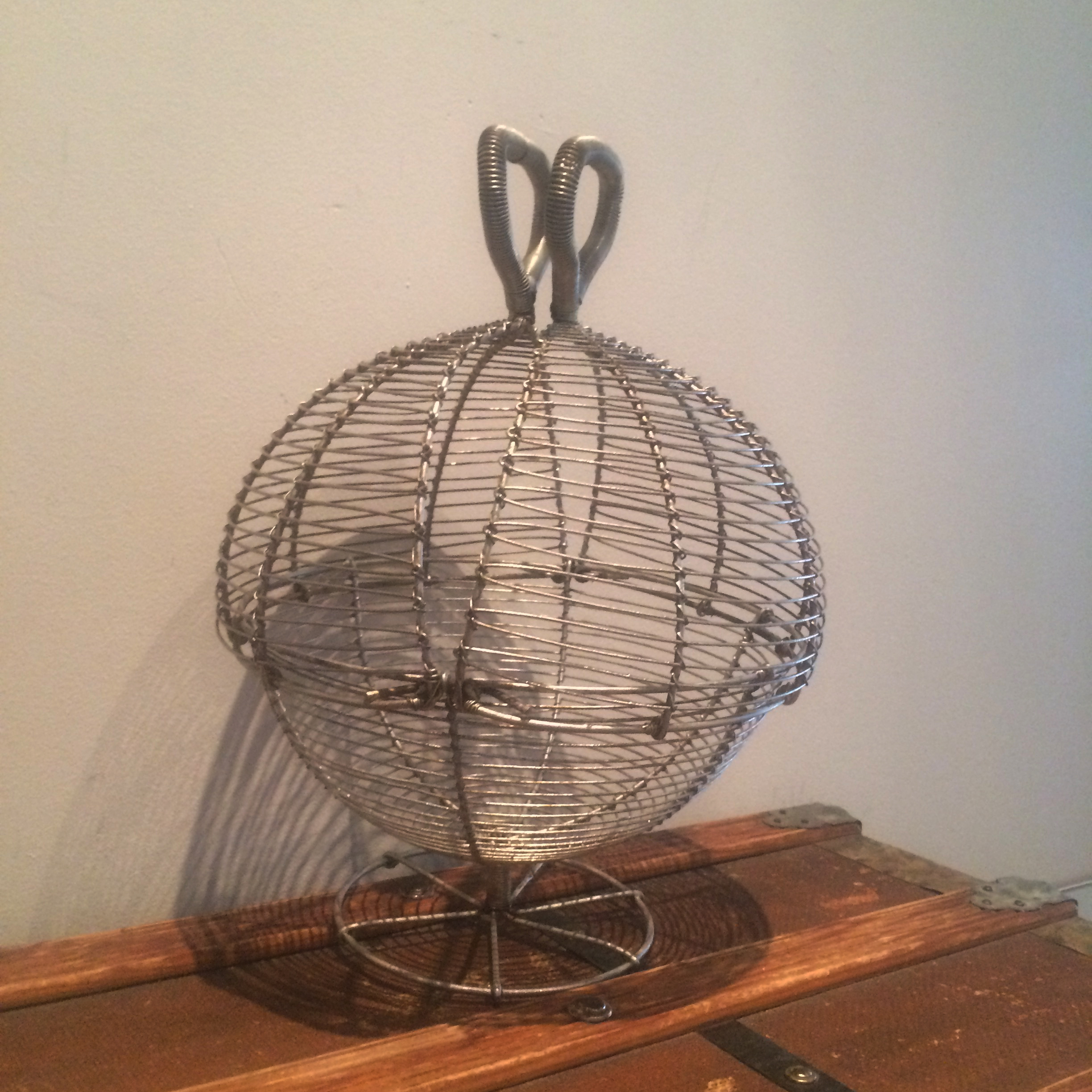 File:Wire egg basket closed.jpg - Wikimedia Commons