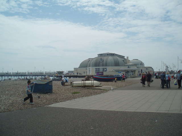 Worthing seafront - geograph.org.uk - 1352751