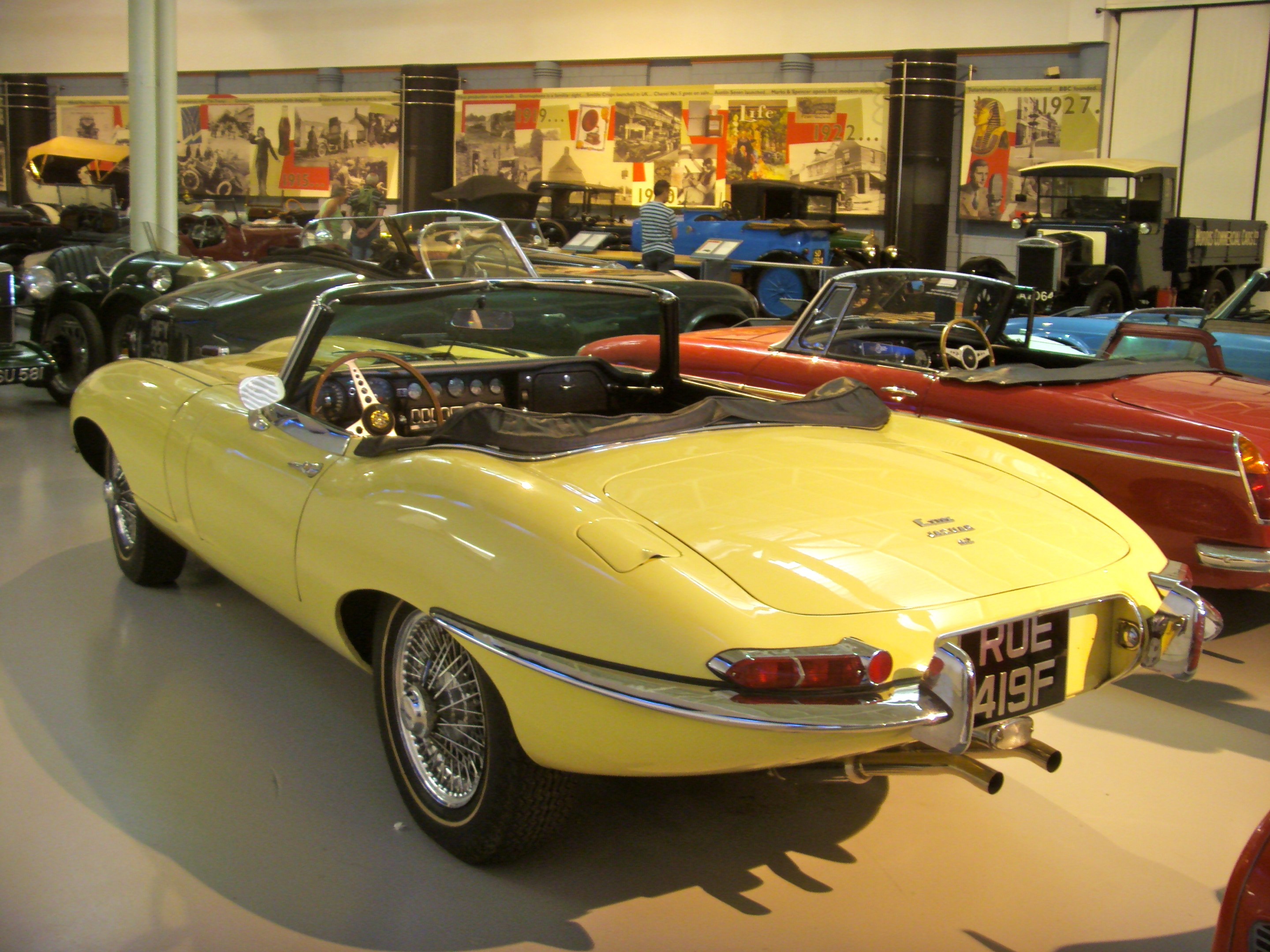 file 1967 jaguar e type 4 2 roadster heritage motor centre. Black Bedroom Furniture Sets. Home Design Ideas