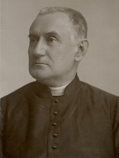 Titre original:    Description Antoine-Adolphe Gauvreau, Roman Catholic priest Date c.1880 Source This image is available from the Bibliothèque et Archives nationales du Québec under the reference number P560,S2,D1,P400 This tag does not indicate the copyright status of the attached work. A normal copyright tag is still required. See Commons:Licensing for more information. Boarisch| Česky| Deutsch| Zazaki| English| فارسی| Suomi| Français| Magyar| Македонски| Nederlands| Português| Русский| Tiếng Việt| +/− Author J.E. Livernois Permission (Reusing this file) Public domainPublic domainfalsefalse This Canadian work is in the public domain in Canada because its copyright has expired due to one of the following: 1. it was subject to Crown copyright and was first published more than 50 years ago, or it was not subject to Crown copyright, and 2. it is a photograph that was created prior to