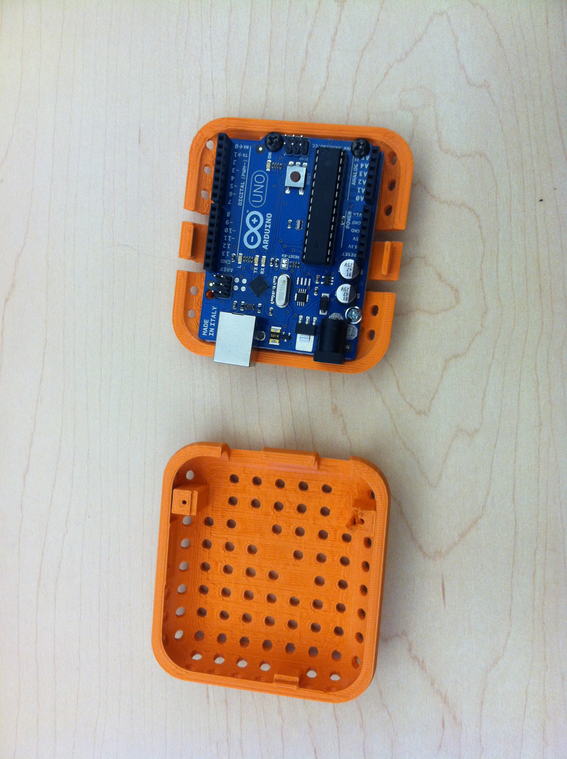 File:Arduino Case with Arduino.jpg - Wikimedia Commons