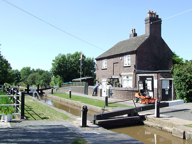 Atherstone Top Lock, Coventry Canal, Warwickshire - geograph.org.uk - 1139317