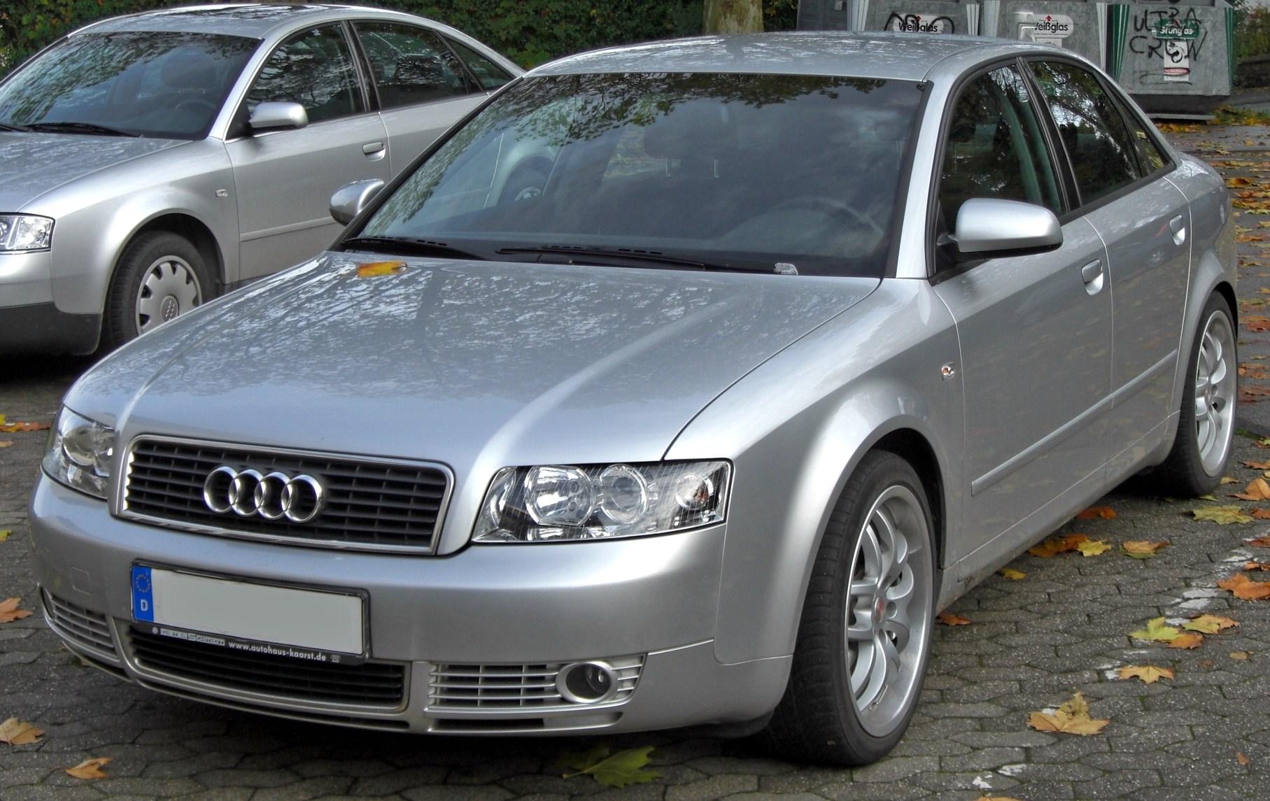 Audi_A4_B6_(2000%E2%80%932004)_front_MJ.