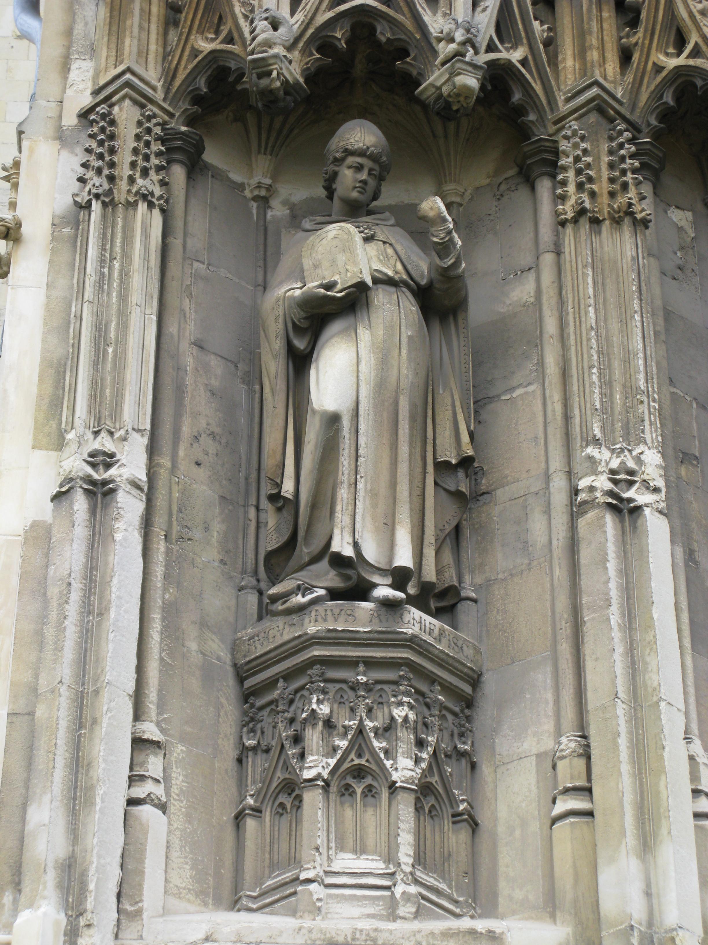 Skulptur av Augustin på Canterbury Cathedral i England