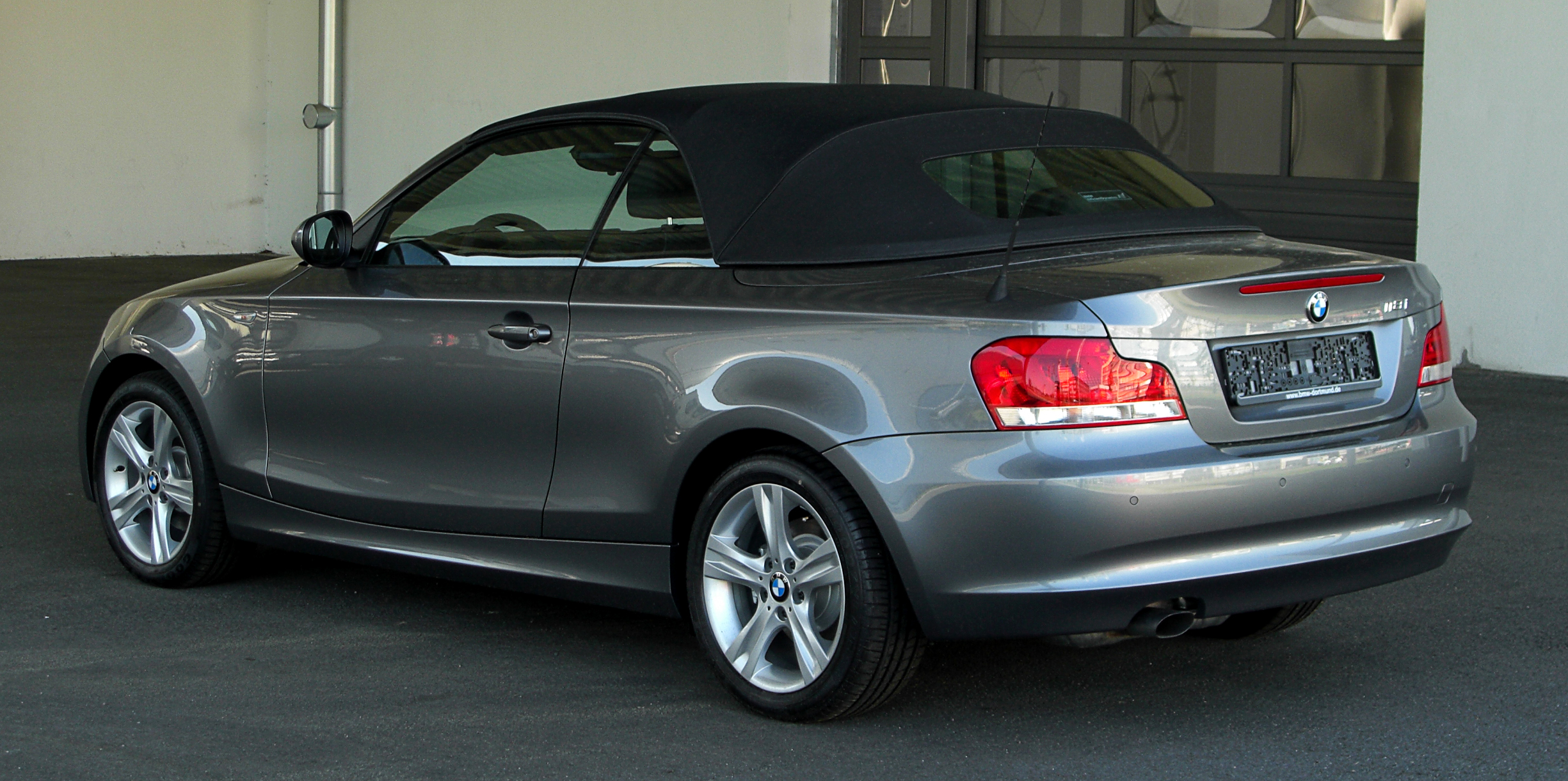 file bmw 118i cabriolet e88 facelift heckansicht 1 mai 2011 d wikimedia. Black Bedroom Furniture Sets. Home Design Ideas