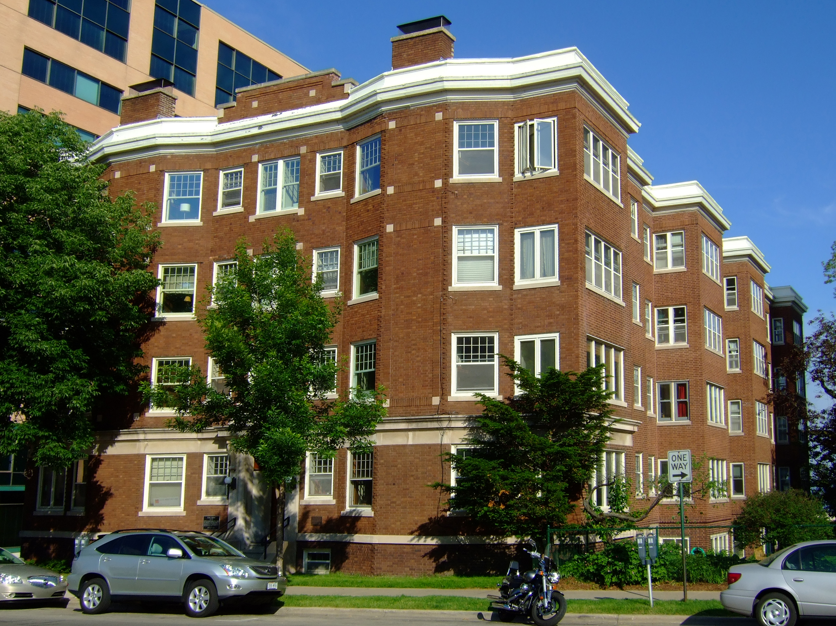 File:Bellevue Apartment Building