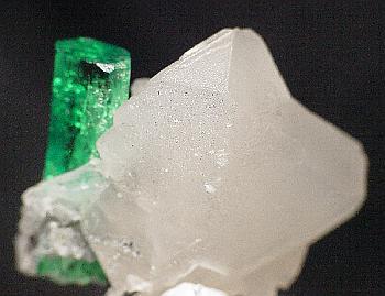 File:Beryl-Calcite-t-em5b.jpg