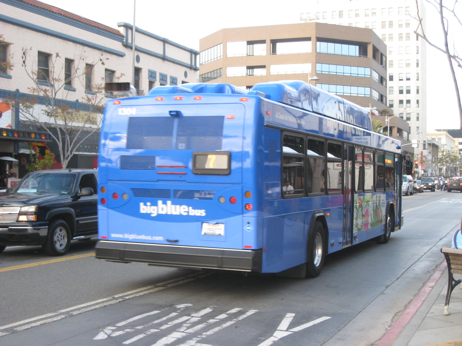 File:Big Blue Bus 1304.jpg