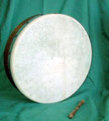 Bodhrán with cipín (tipper)