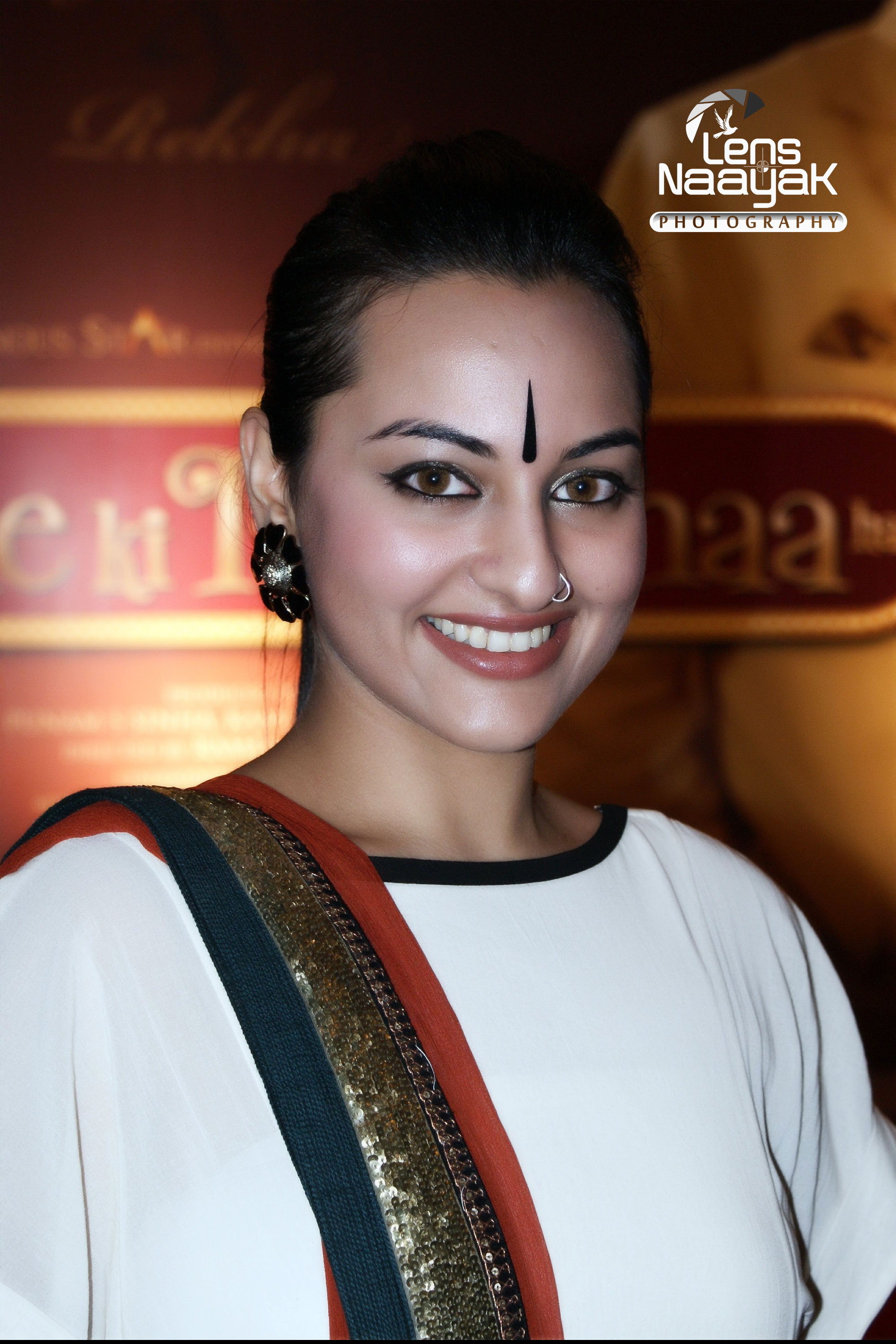 file:bollywood actress sonakshi sinhacamaal mustafa sikander