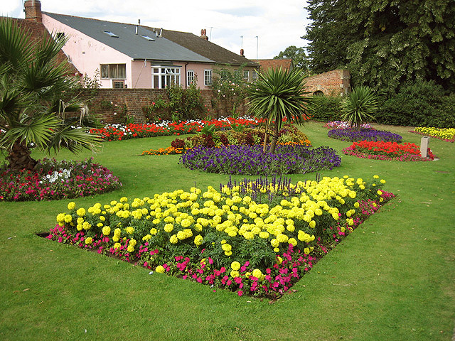 Brimming flower beds in Castle Park - geograph.org.uk - 545322