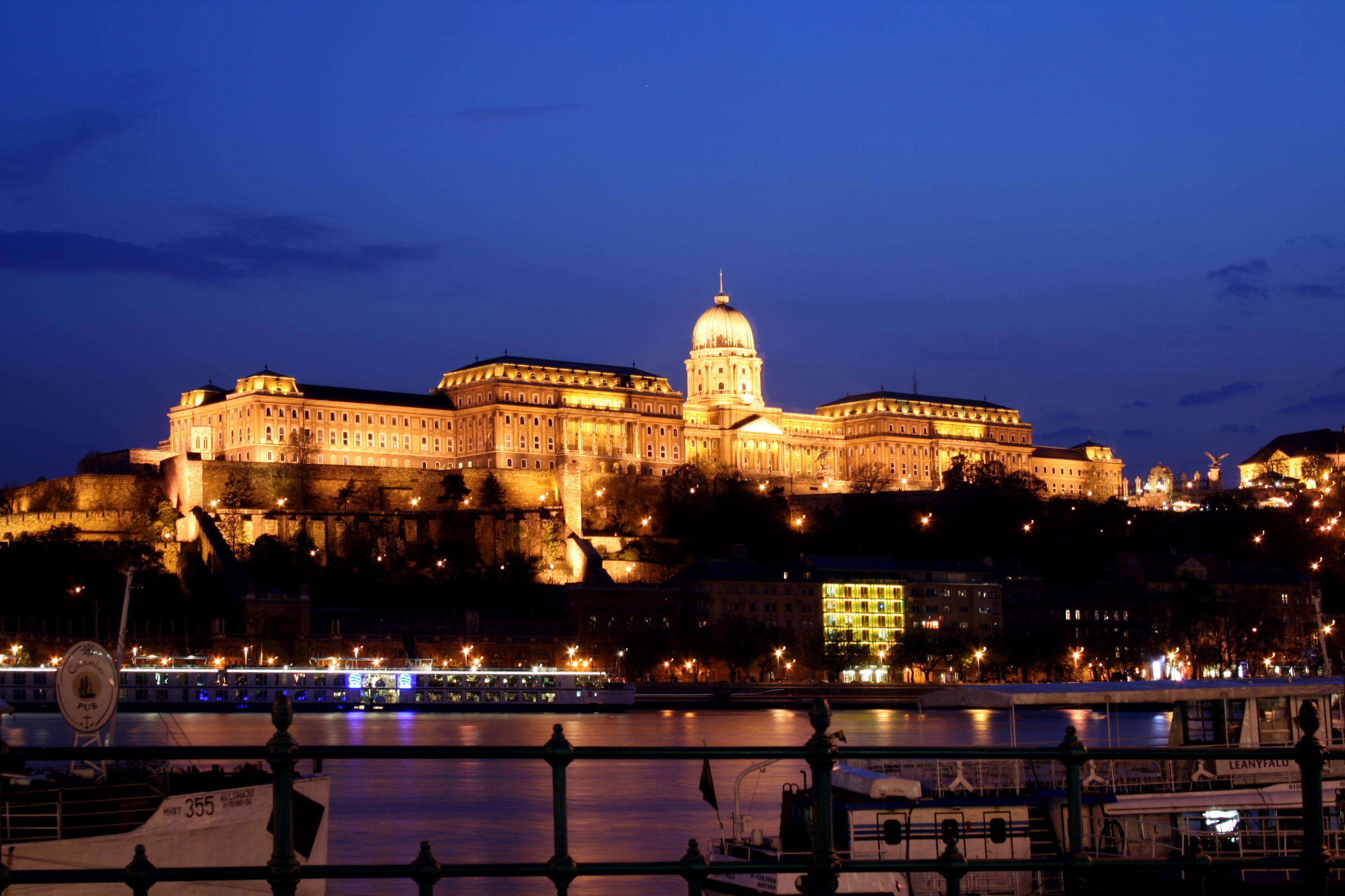 File Budapest Castle Night 5 Jpg Wikipedia