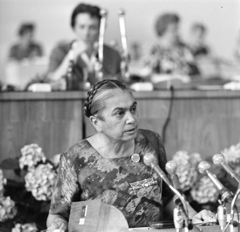 Bundesarchiv Bild 183-C0627-0010-005, Berlin, DDR-Frauenkongress, Hilde Benjamin.jpg