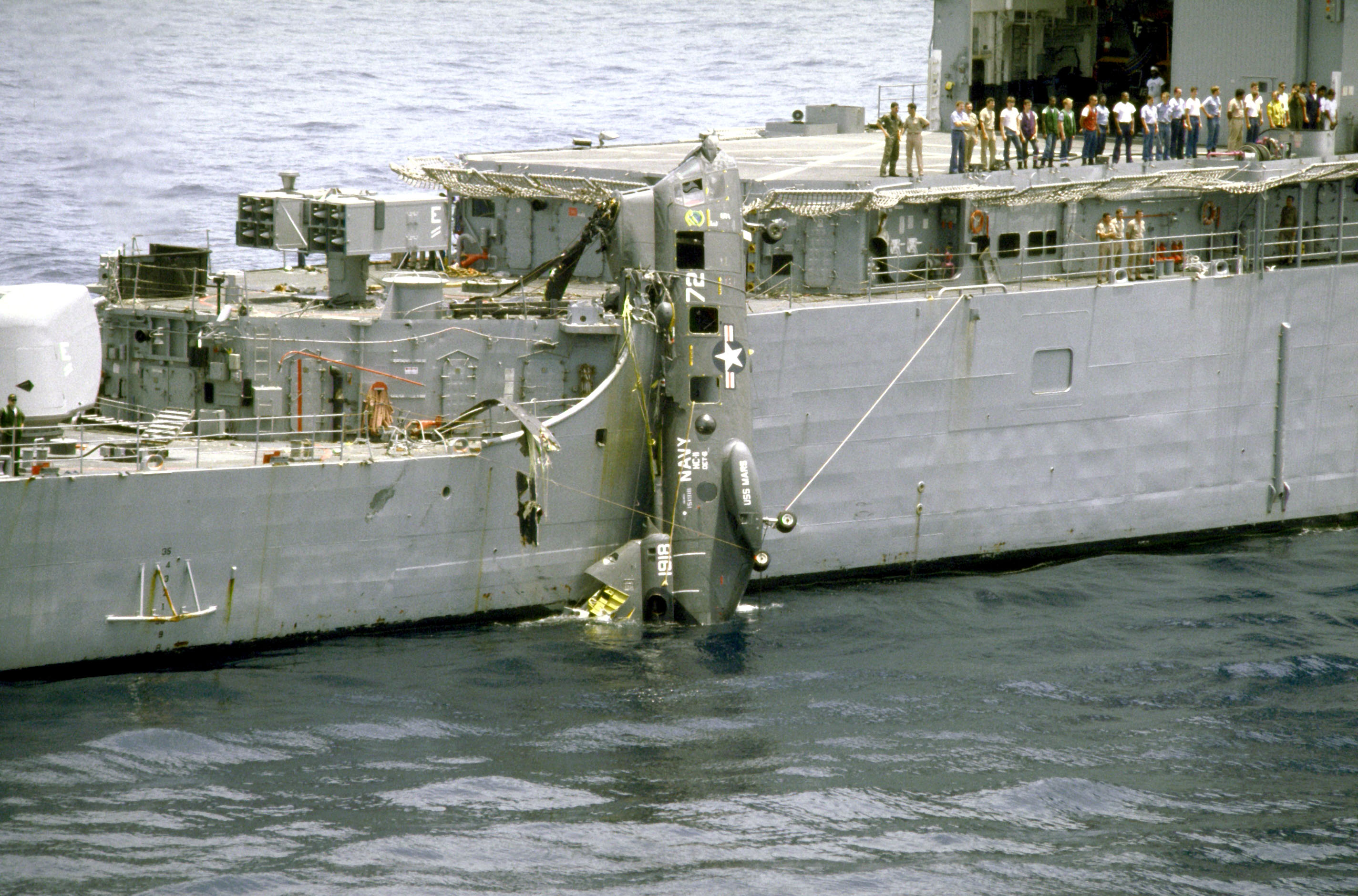 File Ch 46d Of Hc 11 After Crashing On Uss Fife Dd 991