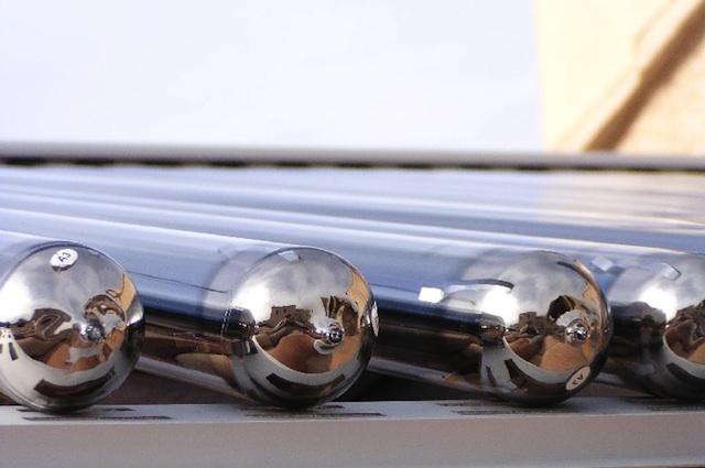 File capteur a tubes sous vide wikimedia commons for Panneau solaire sous vide