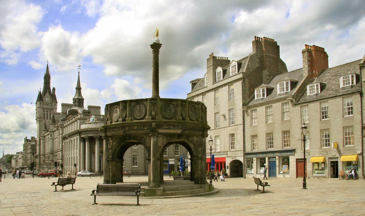 File:Castle gate.jpg - Wikimedia Commons