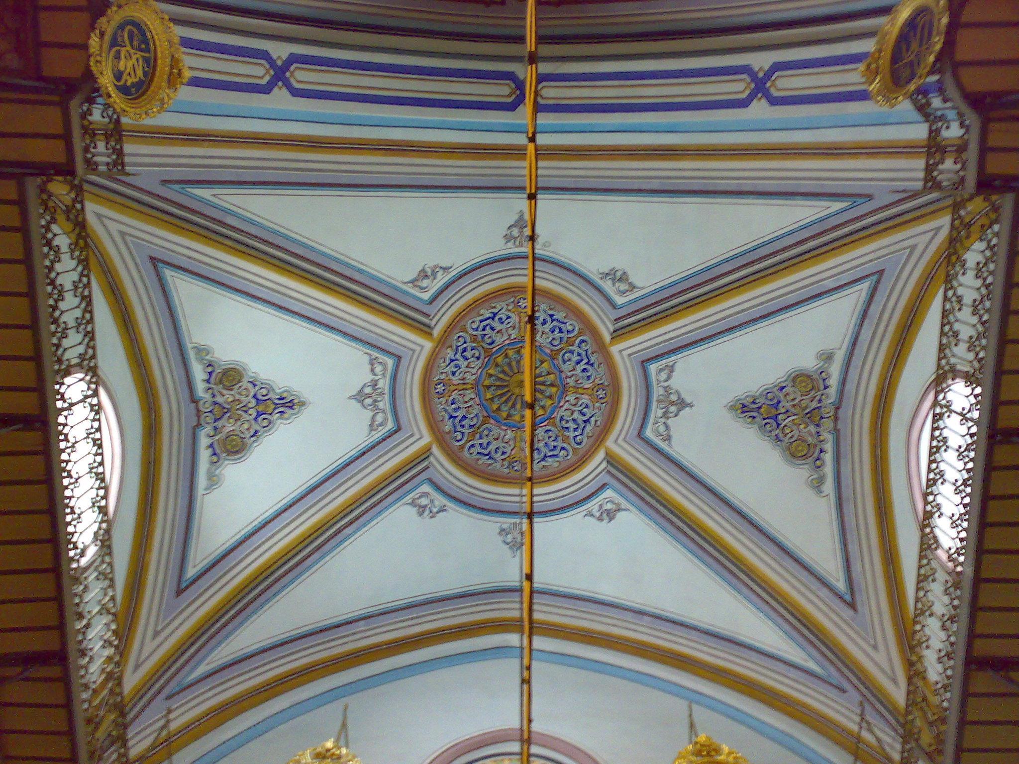 file ceiling decorations in al haram al ibrahimi