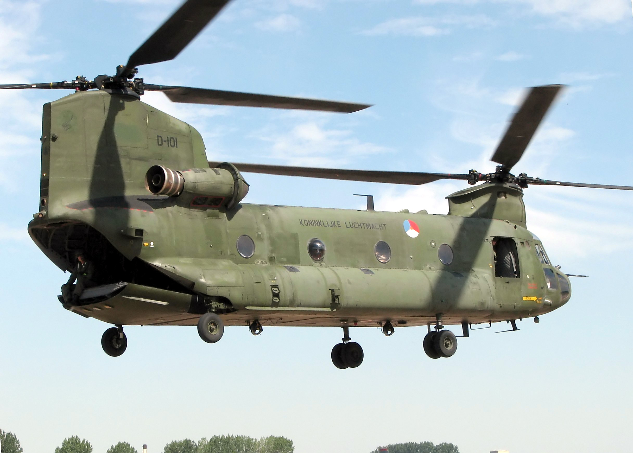 http://upload.wikimedia.org/wikipedia/commons/1/1a/Chinook.ch-47d.d-101.rnethaf.arp.jpg
