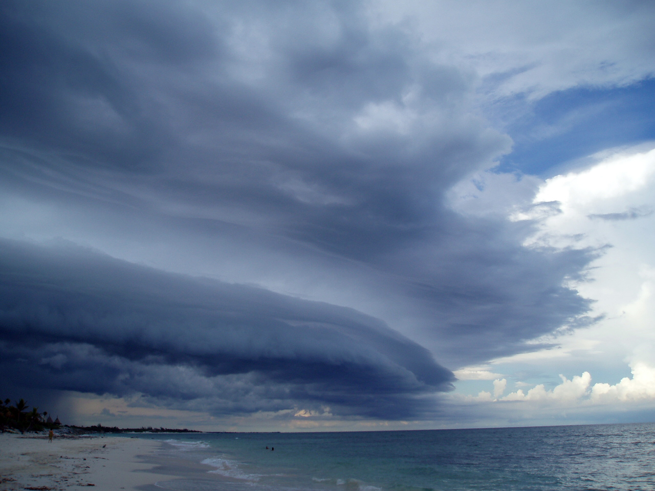 http://upload.wikimedia.org/wikipedia/commons/1/1a/Cloud_over_yucatan_mexico_02.jpg