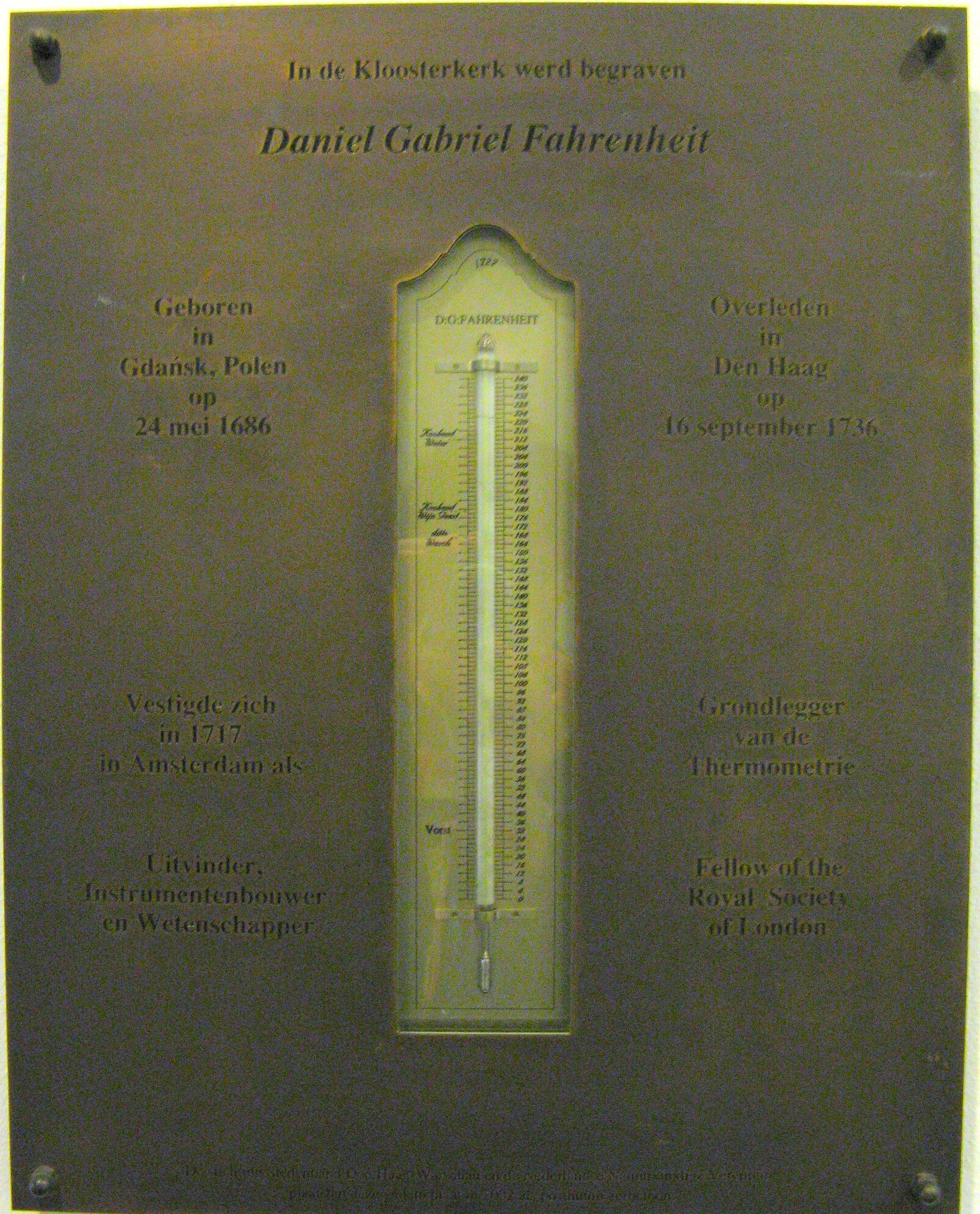 Lapide commemorativa presso il luogo di sepoltura di Fahrenheit a L'Aia
