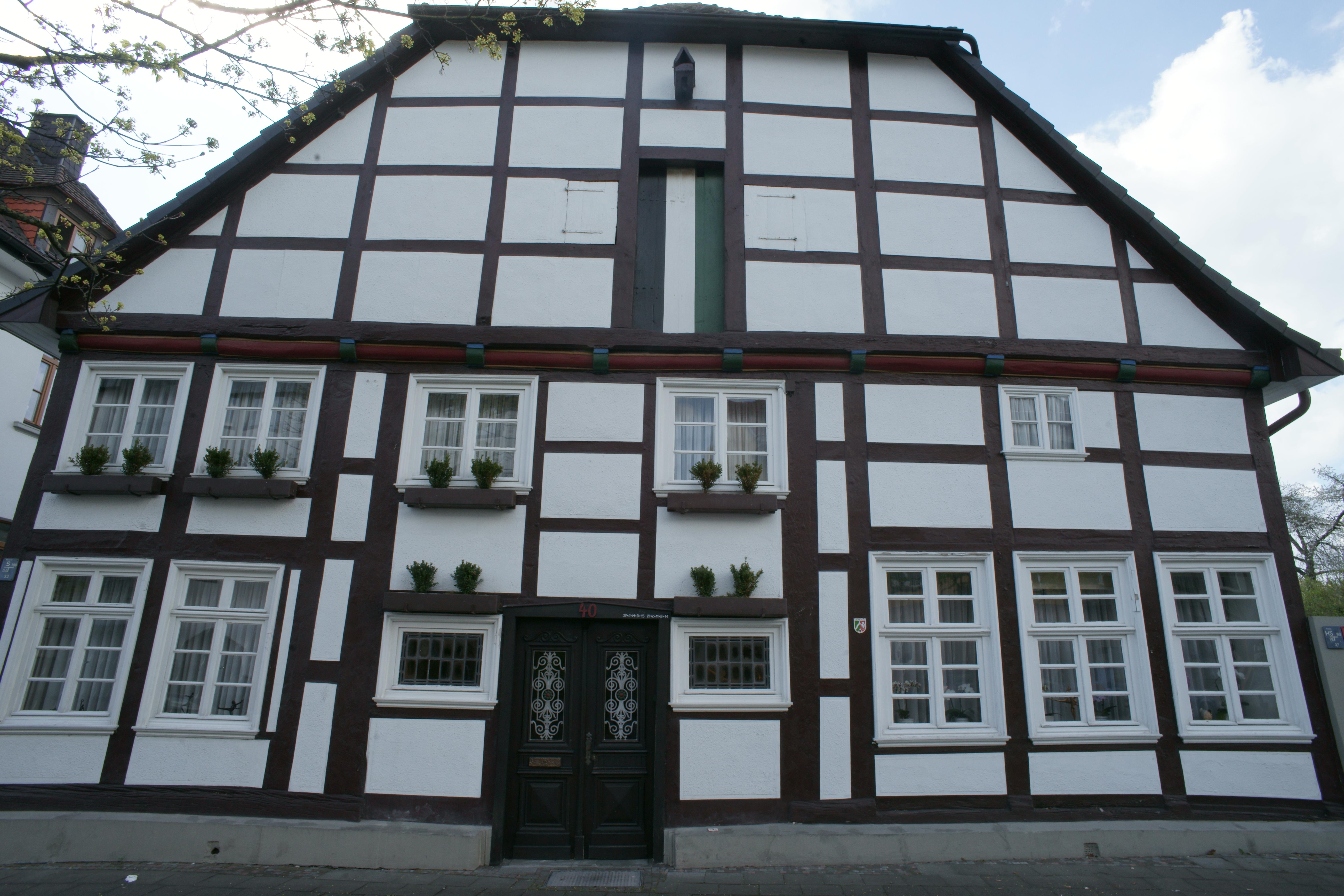 File:Denkmal Bachstr. 40 in Geseke.JPG - Wikimedia Commons
