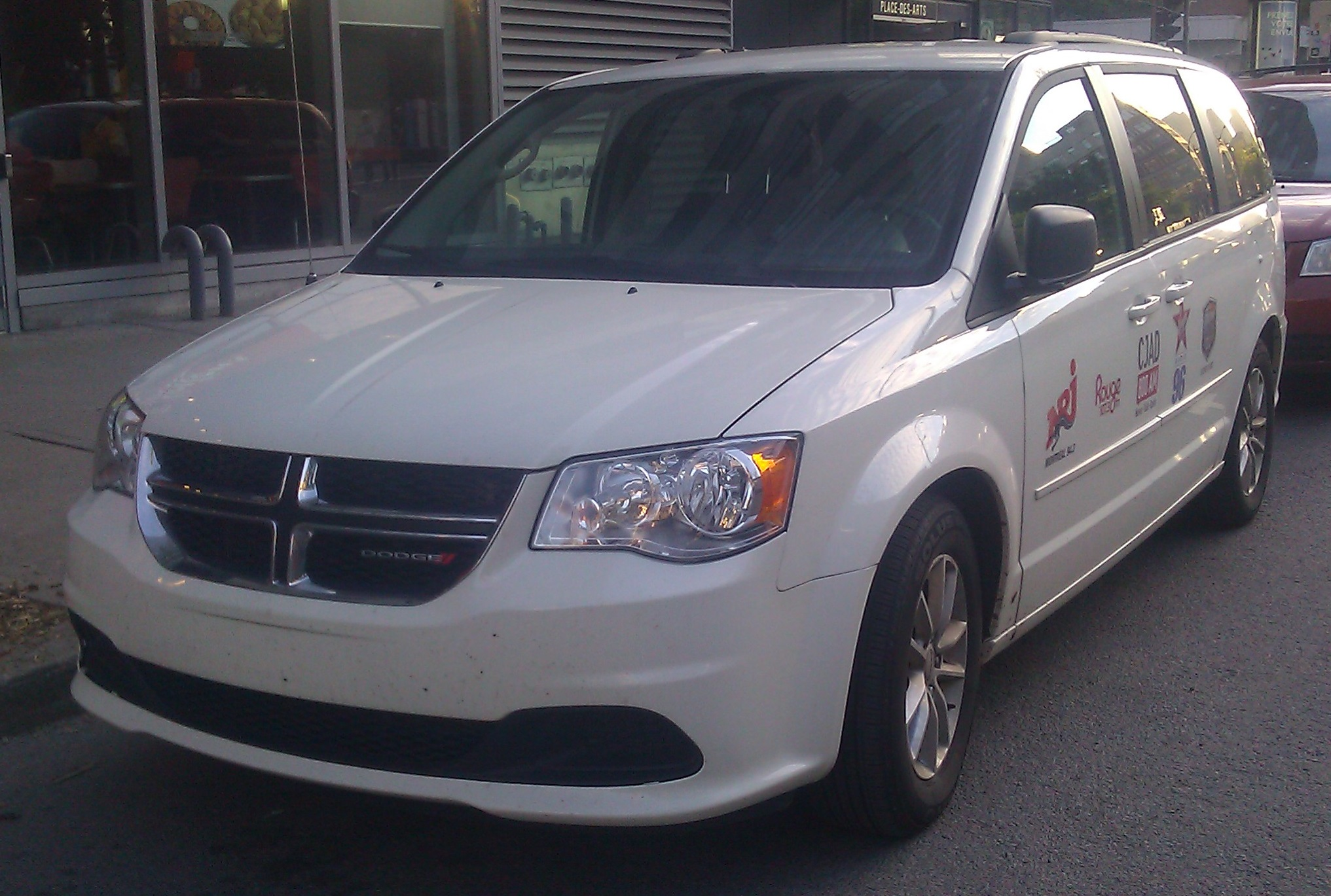File:Dodge Grand Caravan RT Bell Media Radio Montréal jpg
