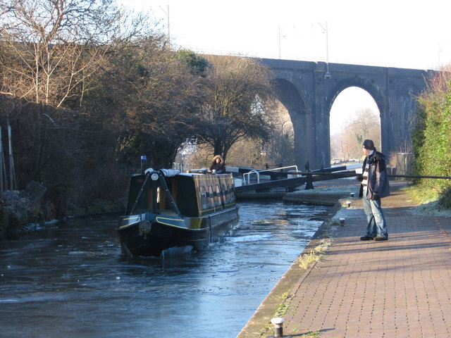 Dunstall - ice-breaking at Lock 16 - geograph.org.uk - 1105857