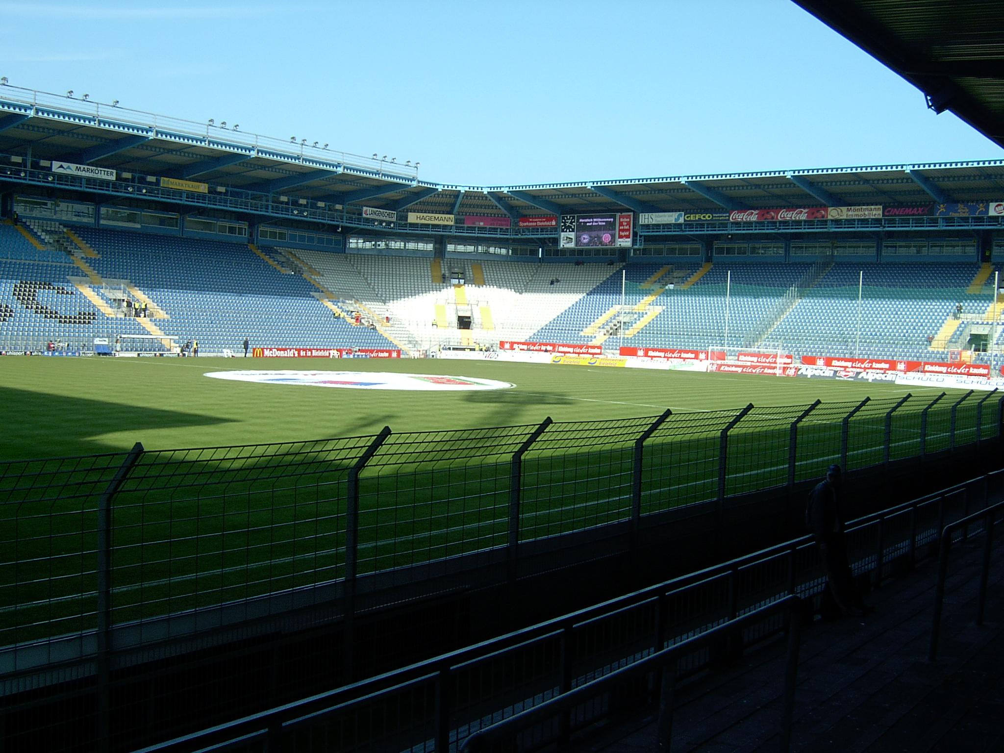 Blick in Nord-West-Ecke des Stadions