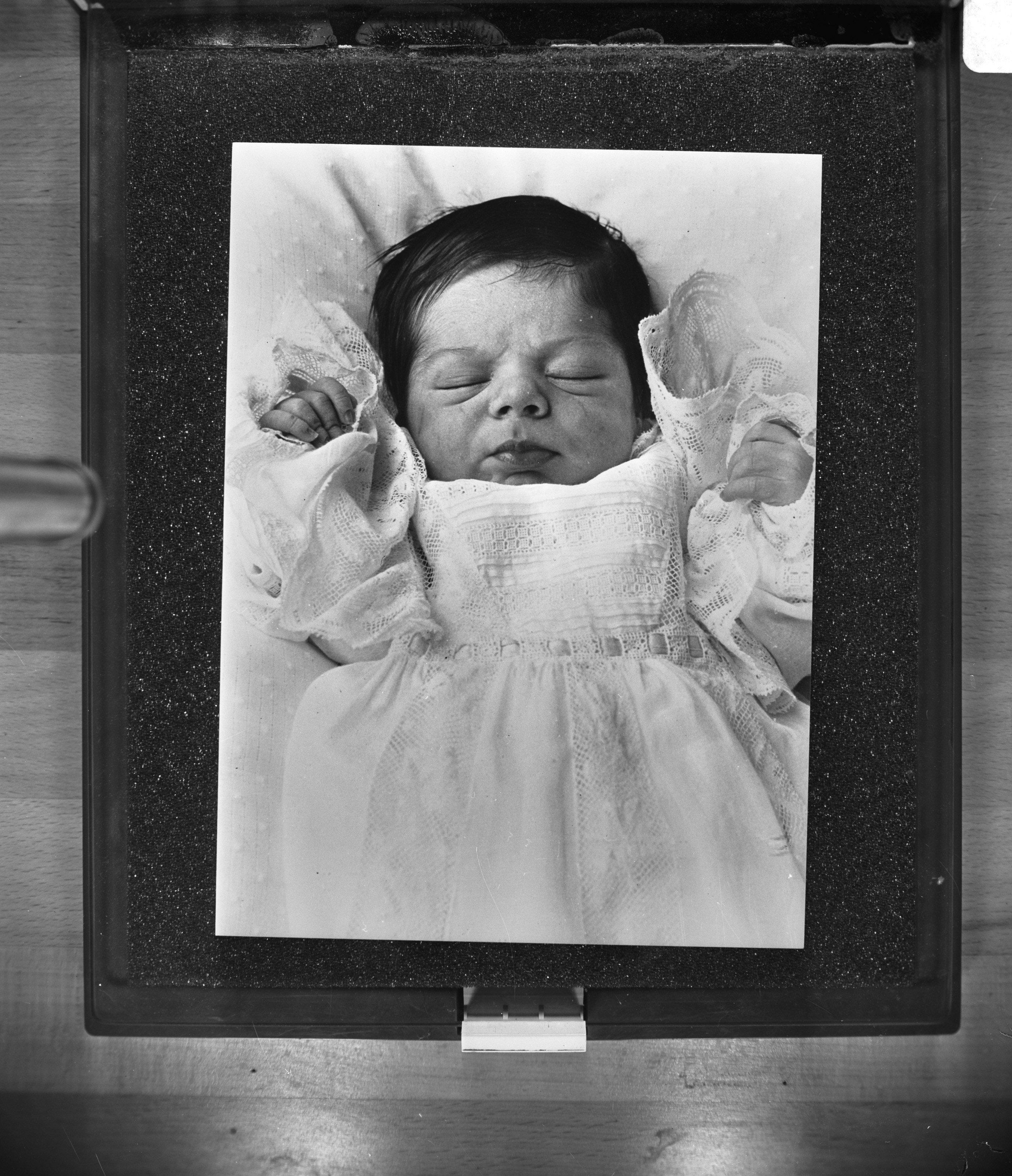 File:Eerste kind Prinses Christina en Jorge Guillermo, Bestanddeelnr 929- 2349.jpg