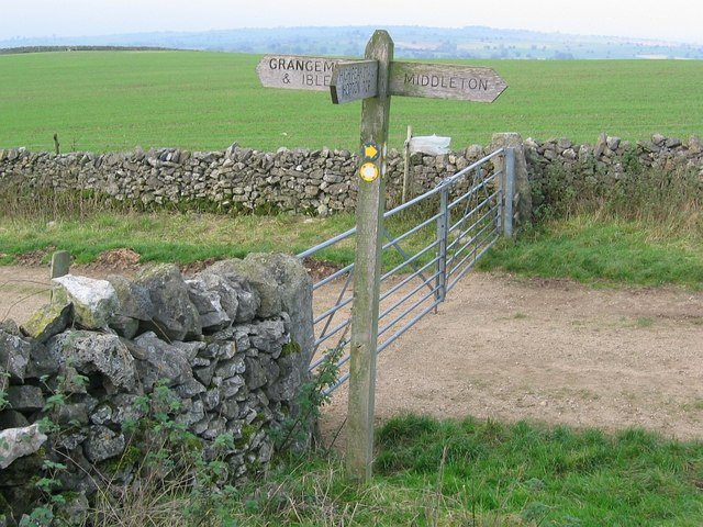 Footpath crossing, Griffe Grange - geograph.org.uk - 272493