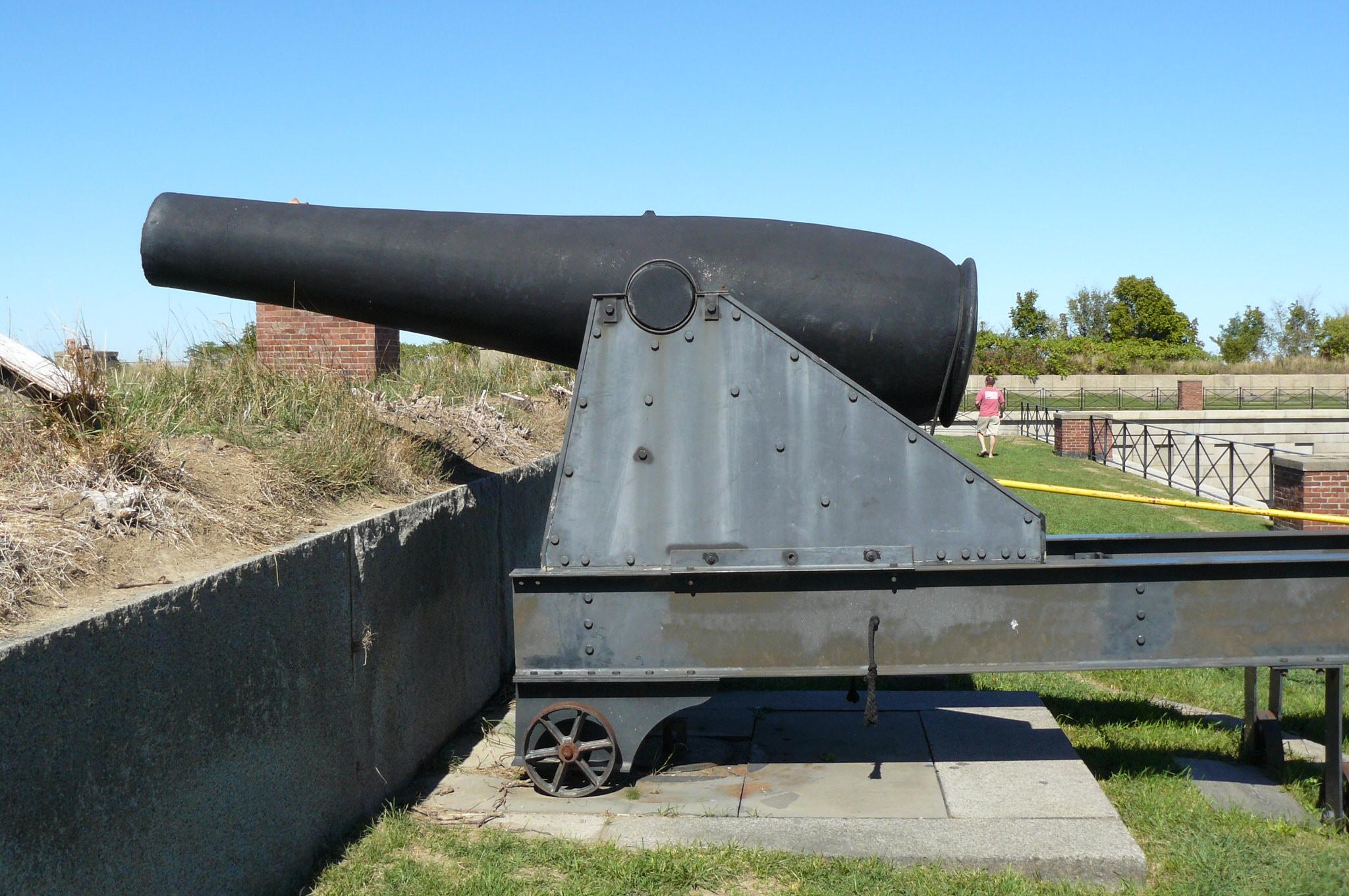 https://upload.wikimedia.org/wikipedia/commons/1/1a/Fort_Warren_Rodman.jpg